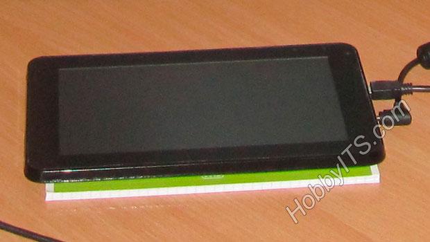Перед прошивкой выключенный и подключенный планшет к источнику питания, нужно соединить USB-кабелем с компьютером
