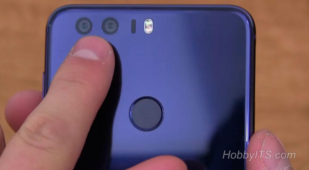 Задняя часть смартфона Huawei Honor 8