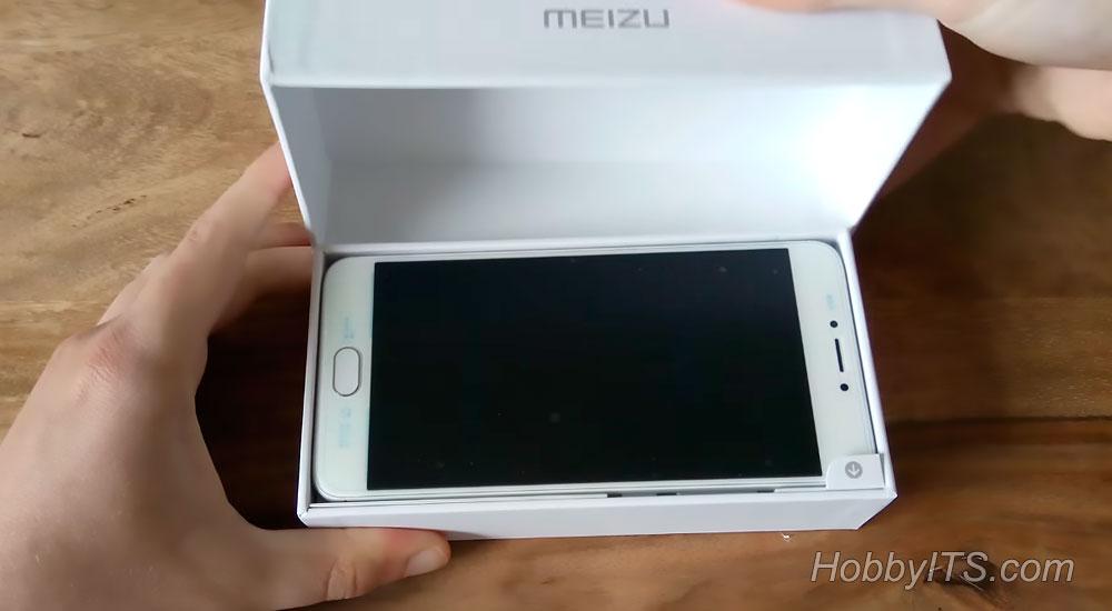 Коробка с телефоном Meizu M3 Note и аксессуарами