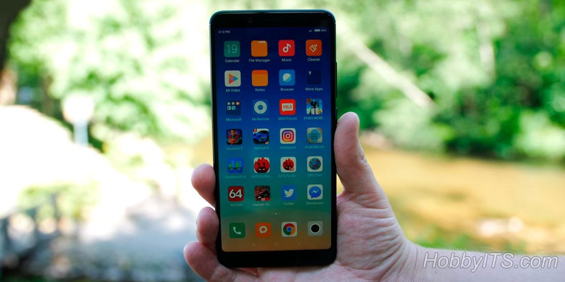 Смартфон имеет ОС Android - 8.1.0