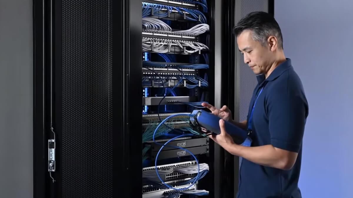Витая пара активно используется для создания локальной сети, а также передачи данных между сетевыми устройствами